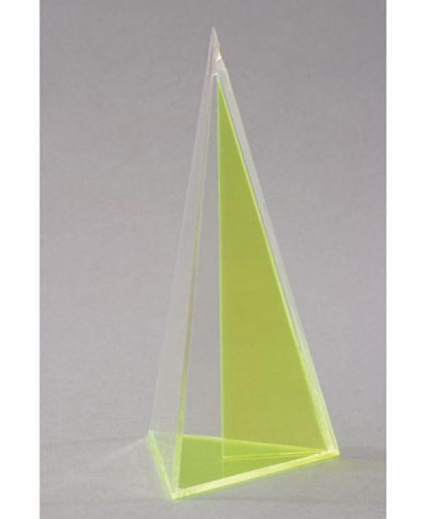 Trostrana piramida s okomitim isječkom