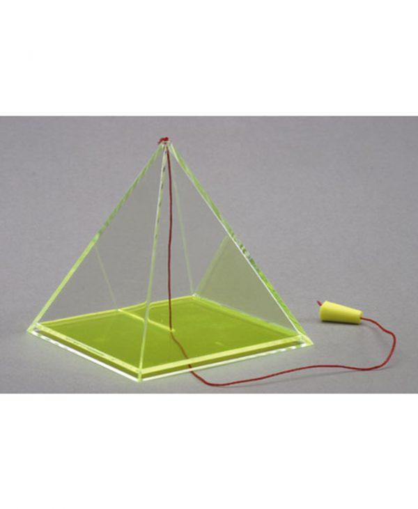 Kvadratna piramida s pomičnom osnom niti