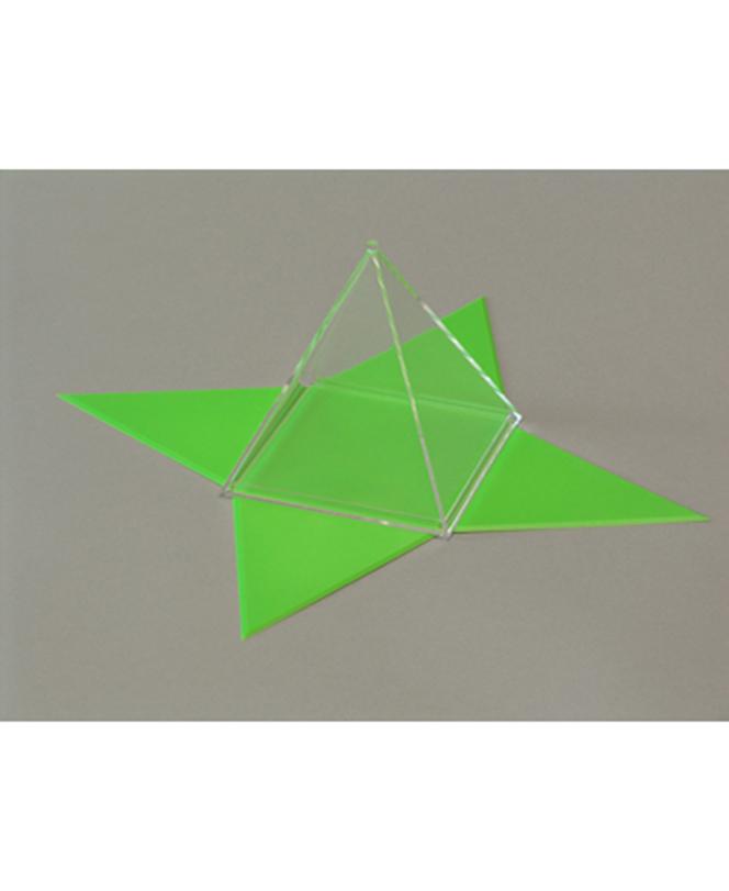 Kvadratna piramida s unutarnjom, odvojivom, mrežom površine
