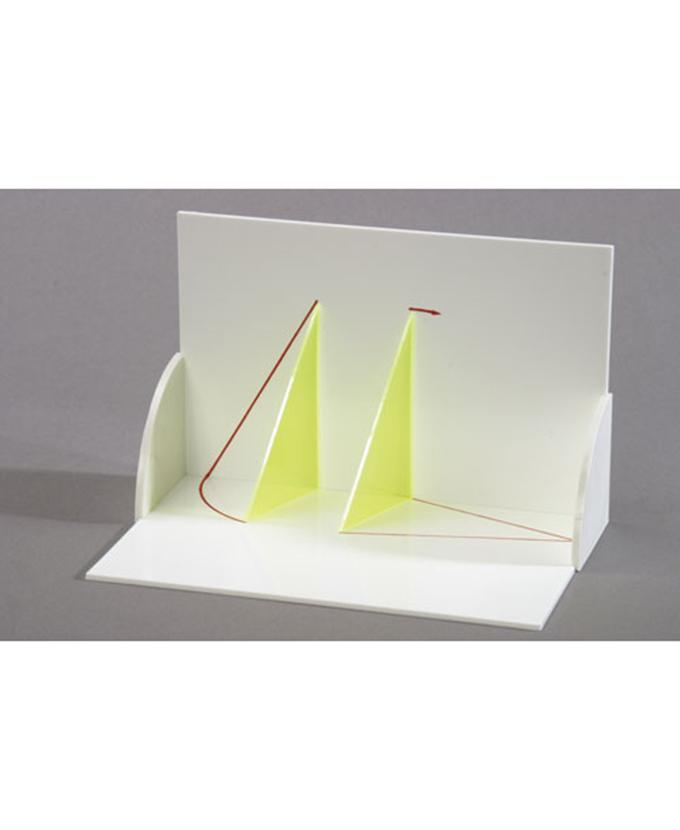 3D model projekcije tijela: Trodimenzionalni model koji pokazuje prave vrijednosti trokuta, prikaz s pomoćnim linijama.