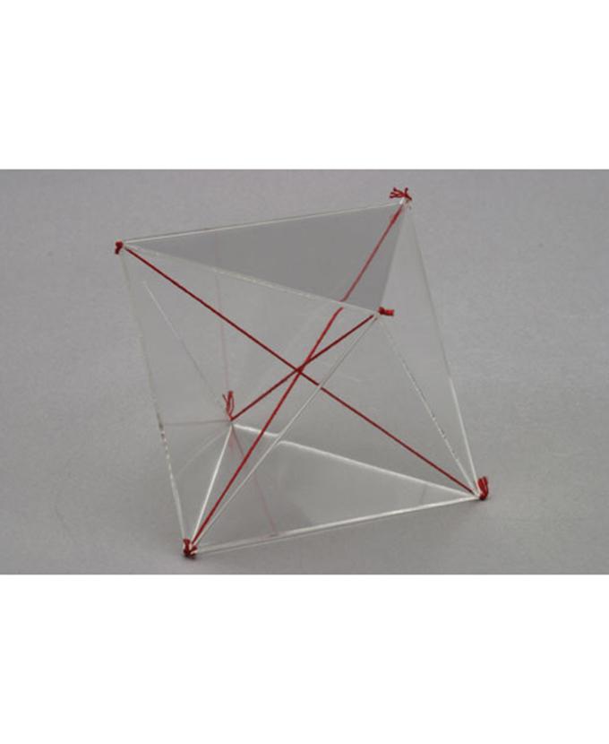 Oktaedar s osima u boji.