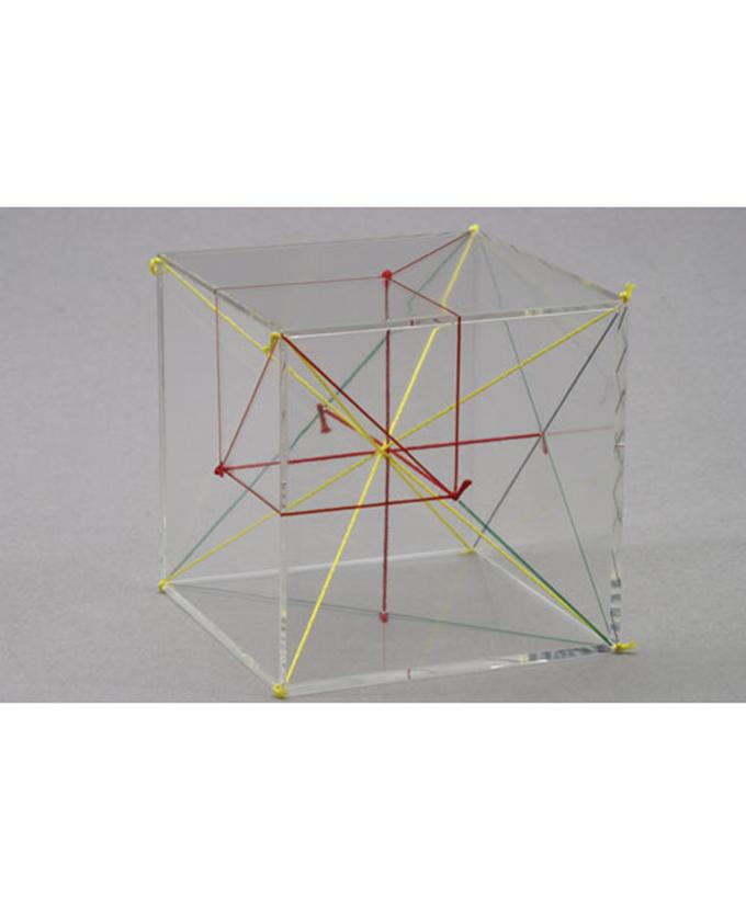 Kocka s dijagonalama i okomicama u boji
