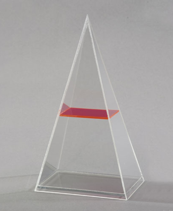 Pravokutna piramida s horizontalnim presjekom