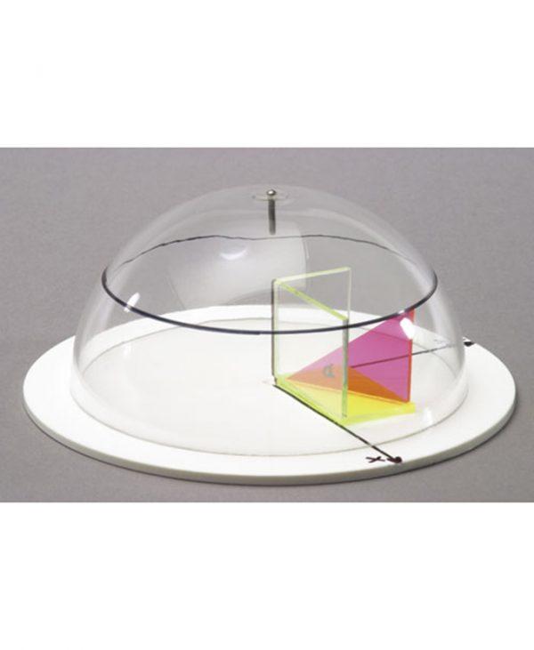 Polukugla s objašnjenjem koordinata na kugli.