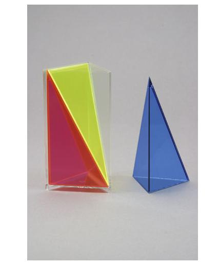 Trokutna pravilna prizma s tri odvojive piramide