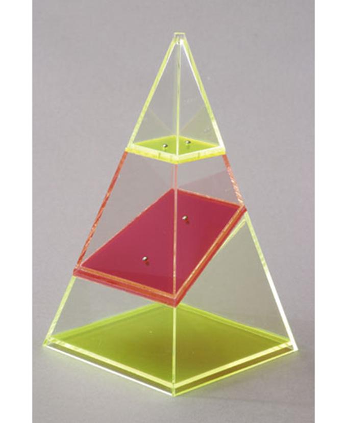 Četverostrana piramida, rastavljiva, s vodoravnim i okomitim presjekom