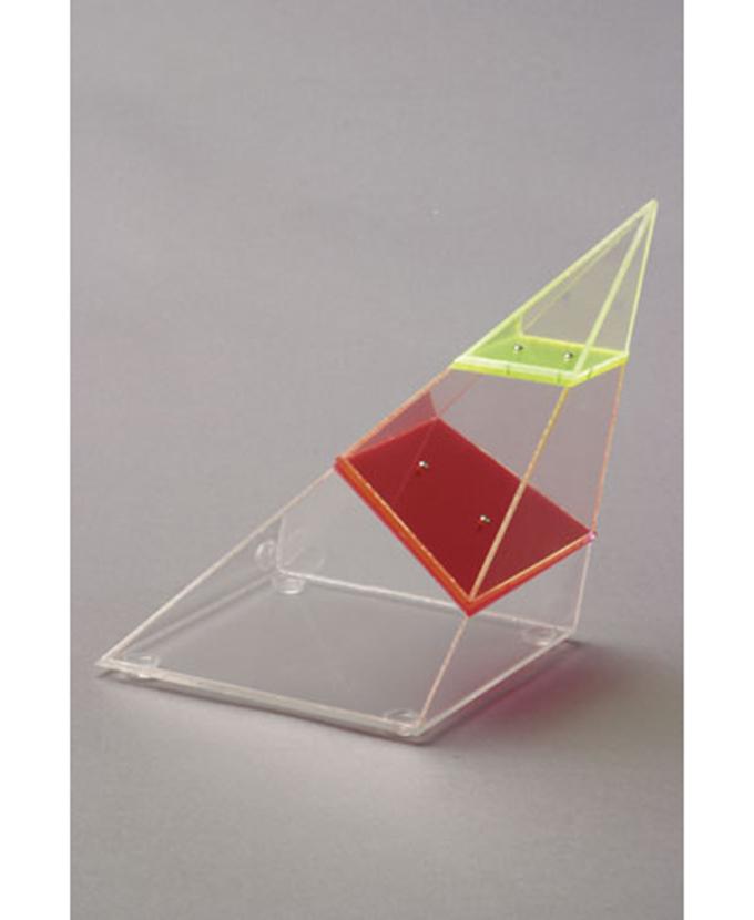 Četverostrana kosa piramida, rastavljiva, s vodoravnim i okomitim presjekom
