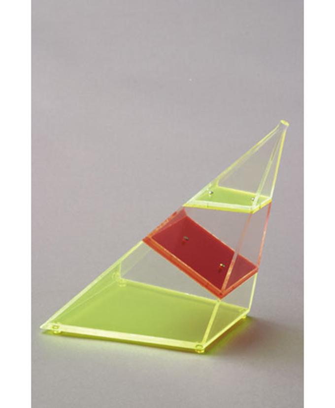 Četverostrana kosa piramida, jako nagnuta, rastavljiva, s vodoravnim i okomitim presjekom