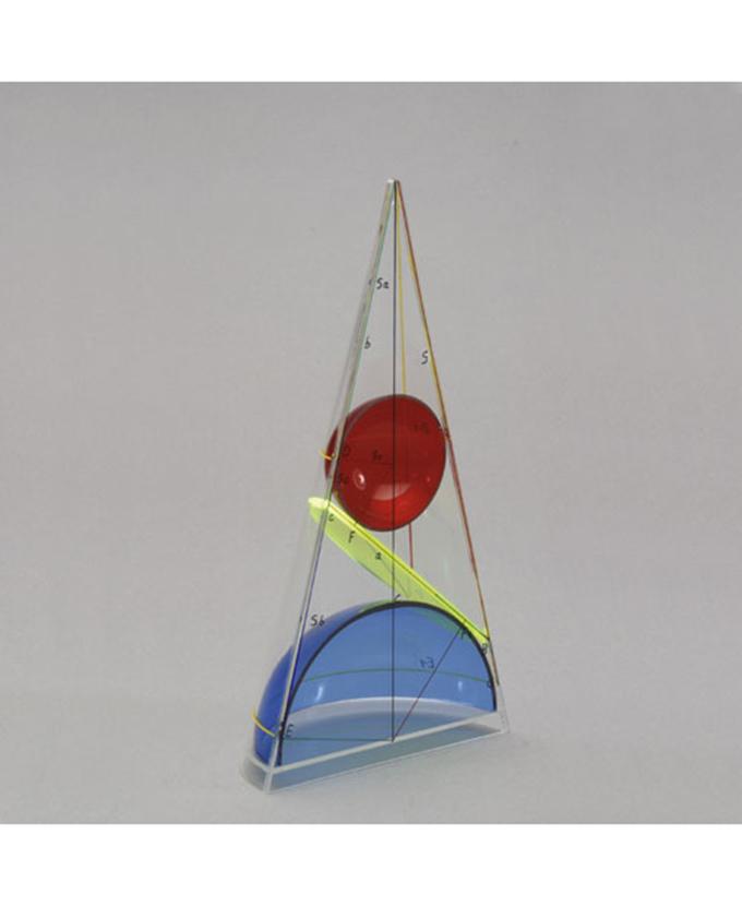 Stožac s elipsom i dvije kugle presječen aksijalnom ravninom