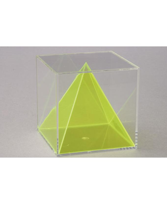 Pravilna piramida unutar kocke