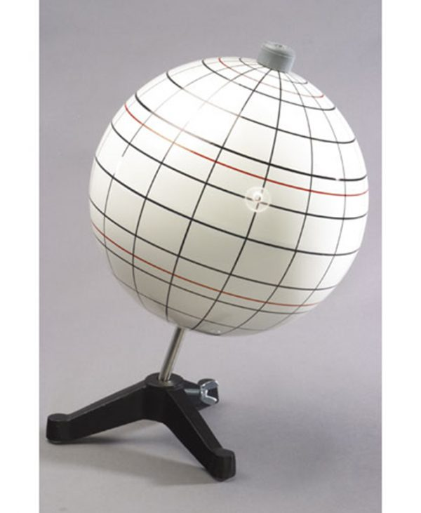 Model globusa s označenim geografskim dužinama i širinama, sjevernom i južnom obratnicom i polarnim krugovima